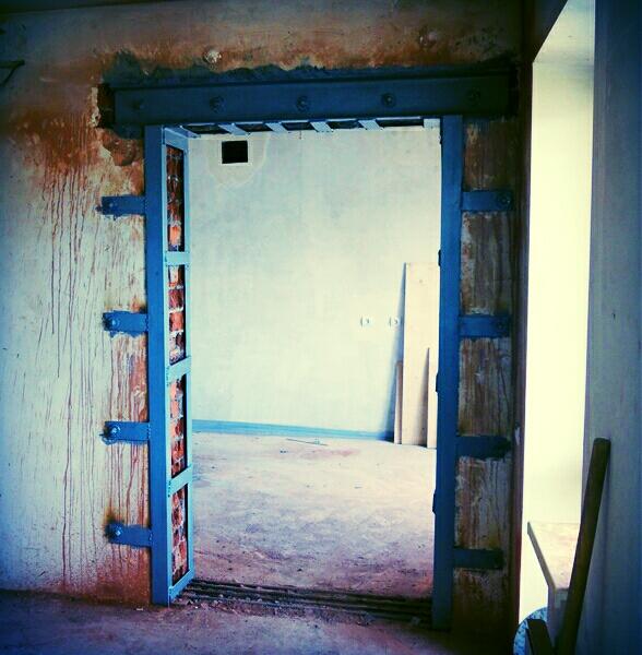 Алмазная резка кирпичных стен с усилением проема